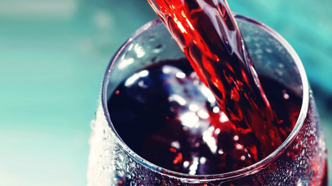 38 Gekoelde rode wijn